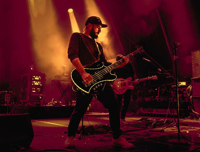 bassist-revolverheld-chris-rodriguez